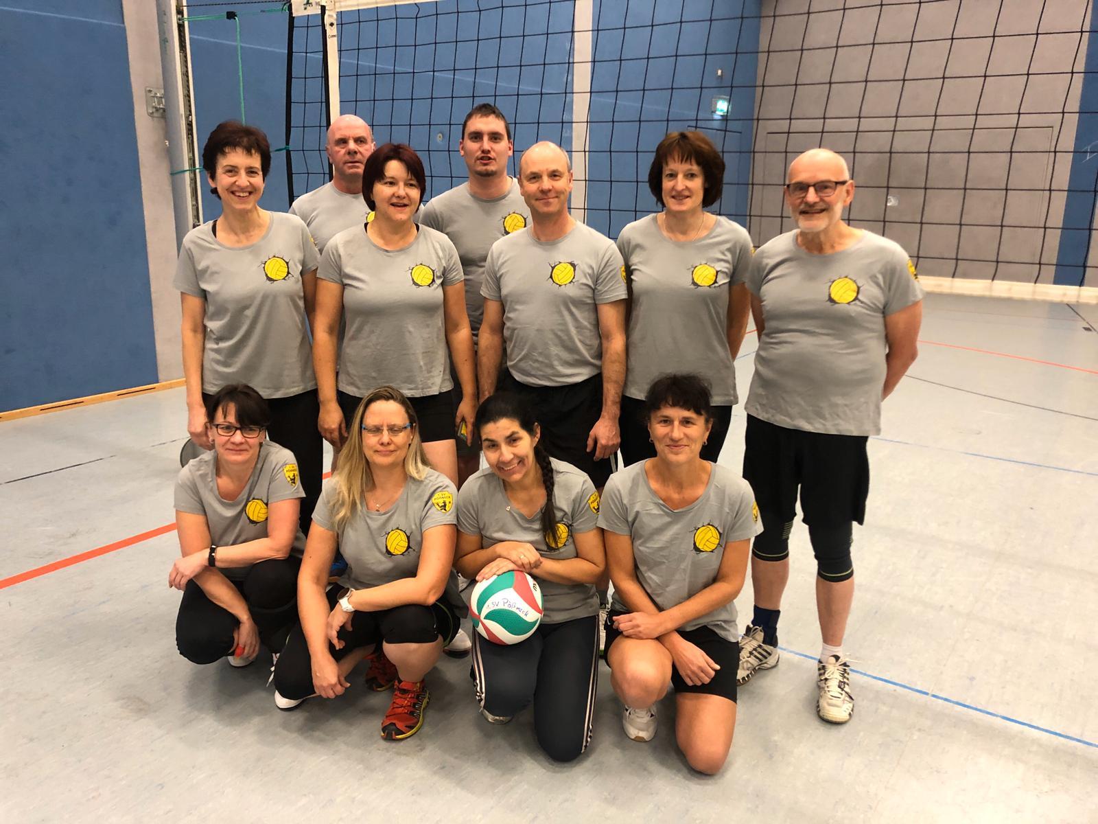 Freizeit Mixed Mannschaft mit neuen Trikots ausgestattet