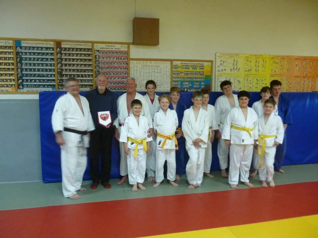 Pöẞnecker Judoka bekamen Besuch von einem Teilnehmer der ersten gesamtdeutschen Meisterschaften im Judo