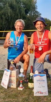 2x Bronze für die Pößnecker Gastgeber bei der stark besetzten Thüringer Seniorenmeisterschaft im Beachvolleyball in der Rosen-Arena - IMG-20190827-WA0027_027d6a68696600a5e44804db72aba97d