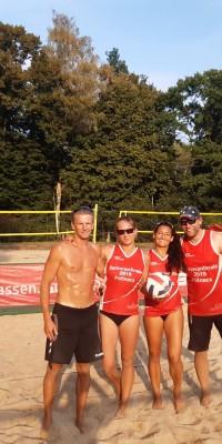 2x Bronze für die Pößnecker Gastgeber bei der stark besetzten Thüringer Seniorenmeisterschaft im Beachvolleyball in der Rosen-Arena - IMG-20190827-WA0063_a421c0dcb9adf235f94d75b7e0968208