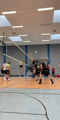 Da sind Parallelen: Pöẞnecker Volleyballer und die Bundestagswahl – oder: Erster Spieltag: Verbandsliga Nord startet für die Pöẞnecker Volleyballer mit einem Sieg - IMG-20211002-WA0028_9708960a2108b51cfeba94a83186b9e9