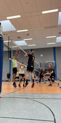 Da sind Parallelen: Pöẞnecker Volleyballer und die Bundestagswahl – oder: Erster Spieltag: Verbandsliga Nord startet für die Pöẞnecker Volleyballer mit einem Sieg - IMG-20211002-WA0029_07273d190f301eec8a75707058aa1ce7