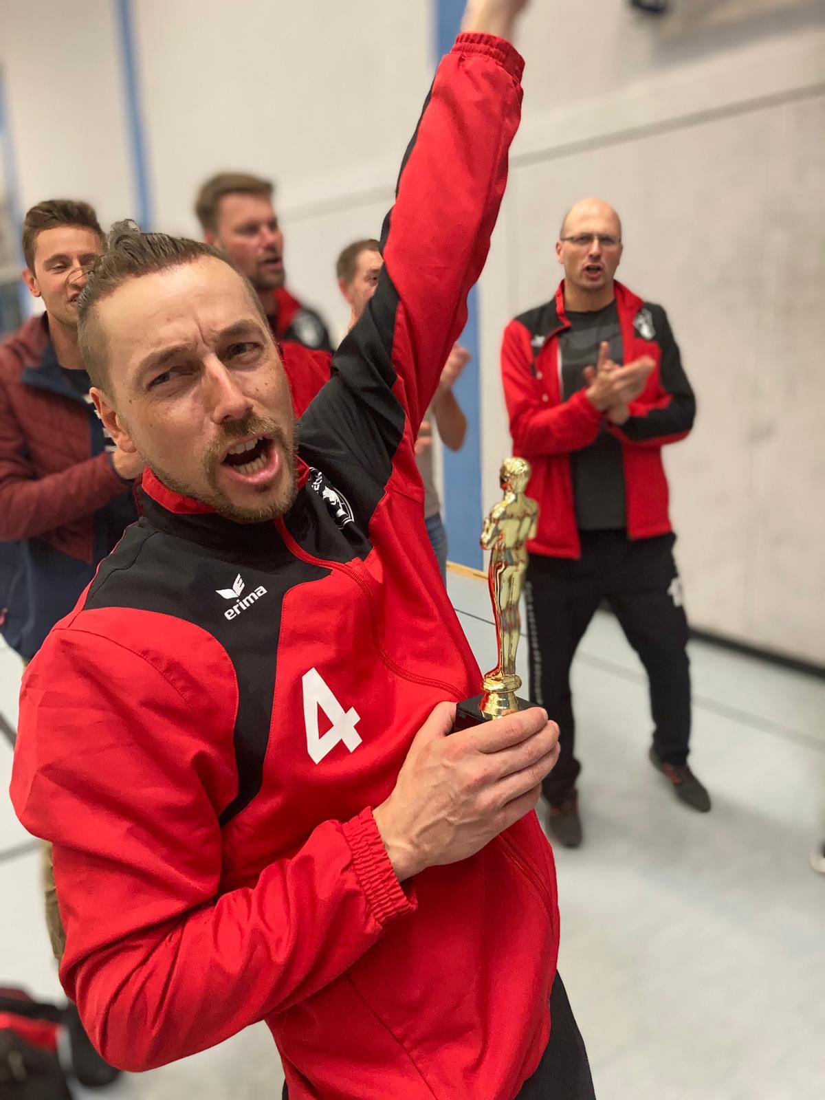 Da sind Parallelen: Pöẞnecker Volleyballer und die Bundestagswahl – oder: Erster Spieltag: Verbandsliga Nord startet für die Pöẞnecker Volleyballer mit einem Sieg
