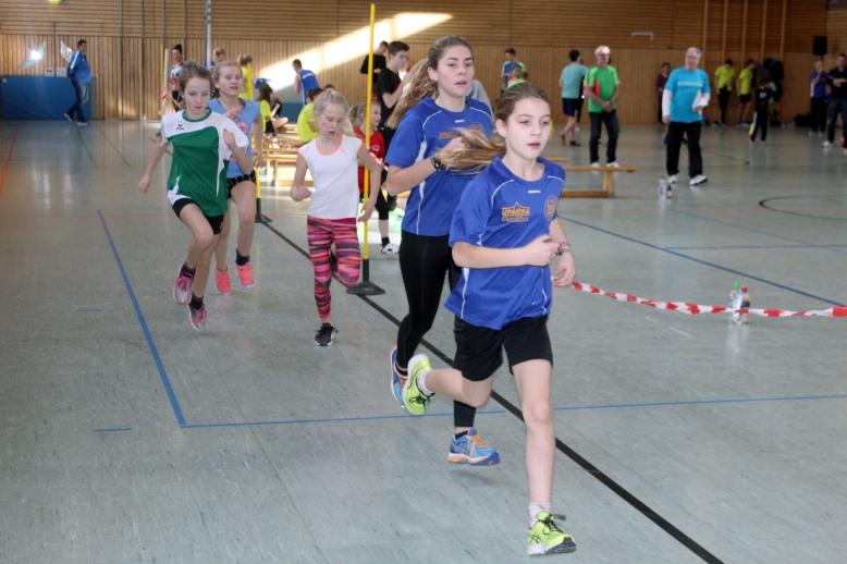 Acht Teilnehmer vom 1. SV Pößneck bei den Leichtathletikeinzelmeisterschaften in der Böttgerturnhalle in Schleiz