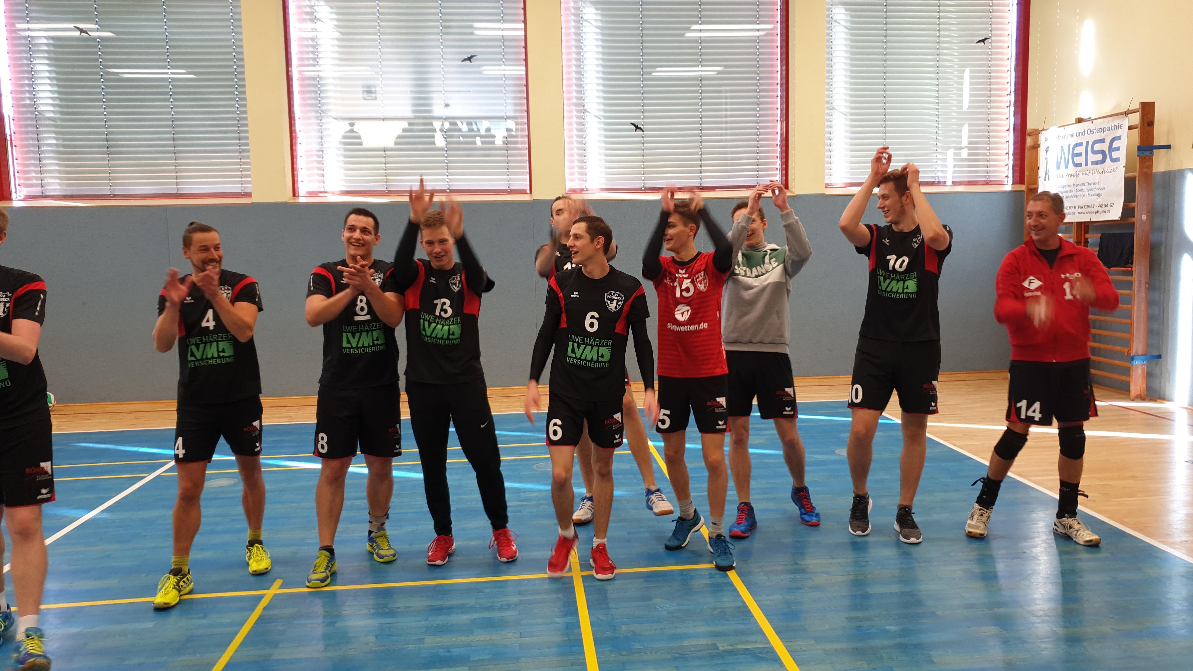 Bezirksliga Ost – Tabellenführer Pöẞneck siegt auswärts im Derby gegen Knau und gegen Jena